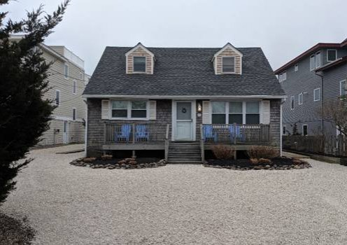 Charming Cottage- Short walk to bay and ocean beaches